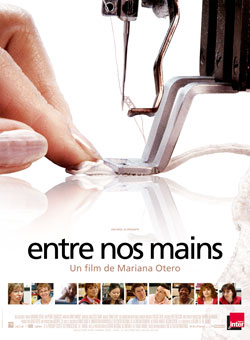 "Affiche du documentaire ""Entre nos mains"""